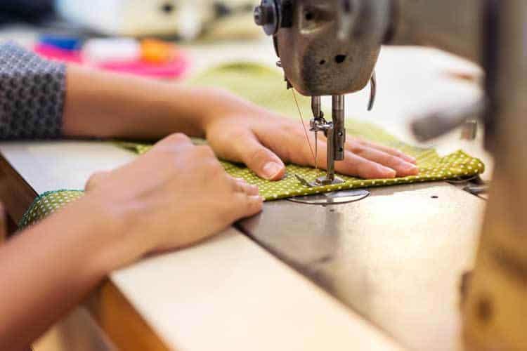 """إصابة بعض العاملين في مهنة الخياطة بإحدى الولايات بفيروس """"كورونا"""""""
