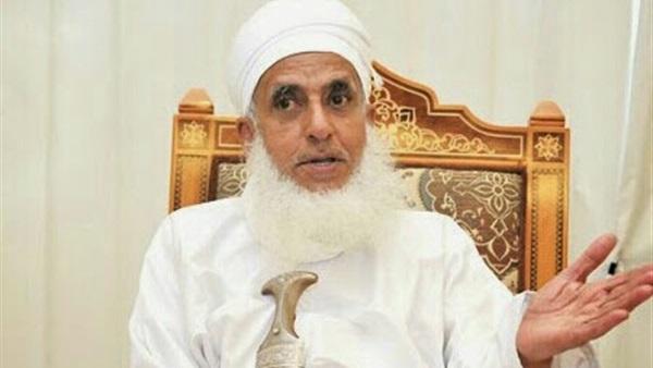 امتنعا عن زيارة والديهما خوفا عليهم من كورونا ..تعرف على رأي سماحة الشيخ أحمد الخليلي