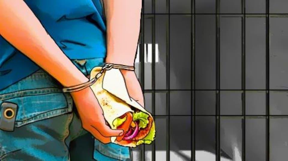 """تعرف على عقوبة """"المجاهرة بالإفطار"""" في نهار رمضان حسب القانون العماني"""