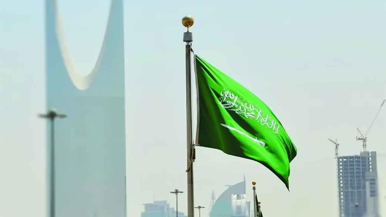 السعودية تفتح محافظة القطيف وتبقي على قيود العزل