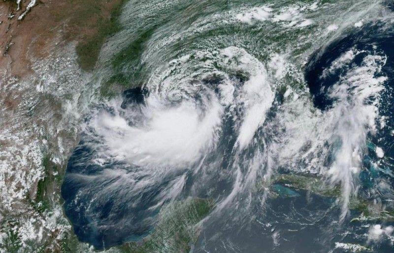 """الإعصار """"فونجفونج"""" يتجه نحو شرق الفلبين برياح عاتية"""