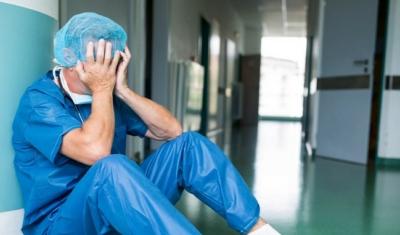 """بالفيديو.. طبيب فقد بصره أثناء علاجه لمرضى """"كورونا"""" في مصر"""