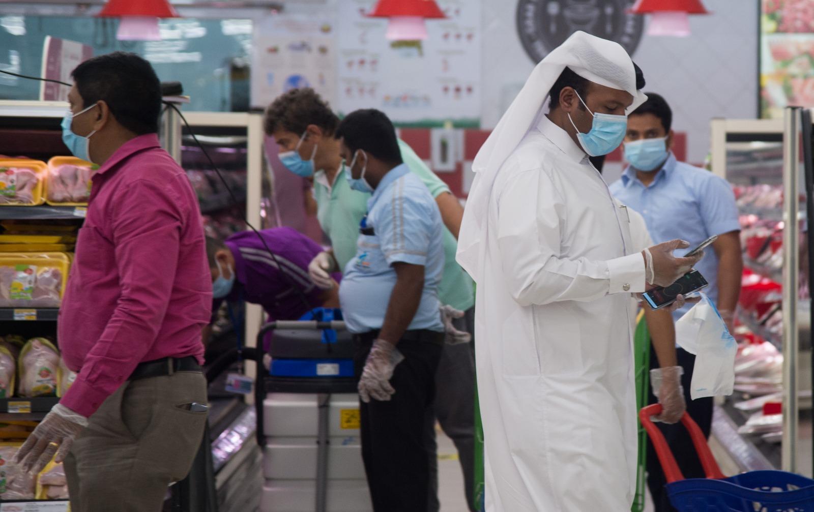 قطر: السجن لمن يخرج من بيته دون كمامة وغرامة تصل إلى 200 ألف ريال قطري