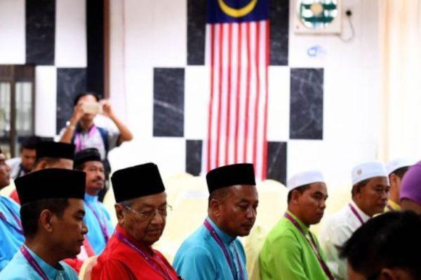 """ماليزيا تسمح بإقامة صلاة عيد الفطر مع تراجع إصابات """"كورونا"""""""