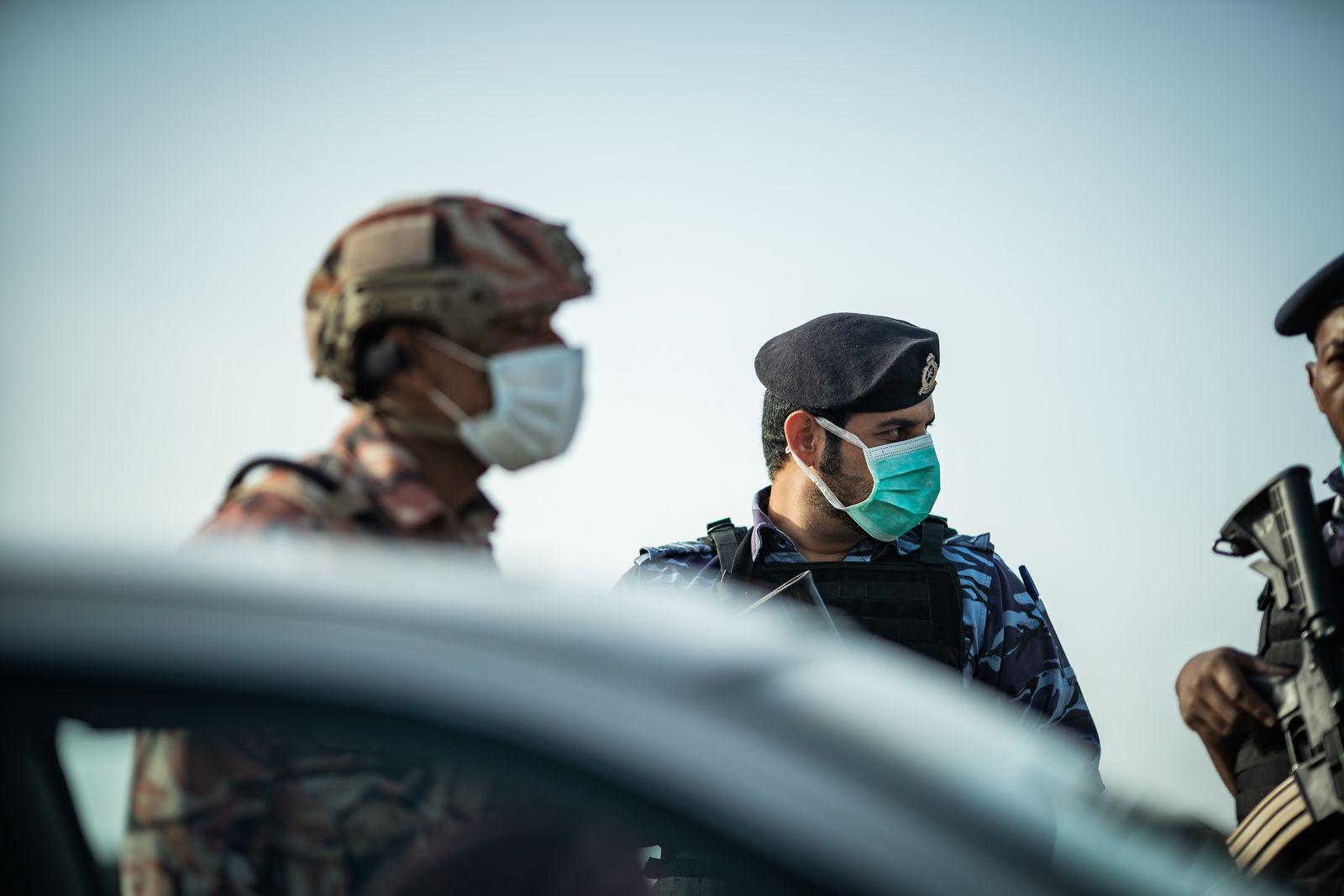 بالفيديو.. الشرطة توضح الحالات التي يجب فيها لبس الكمامة عند قيادة المركبة