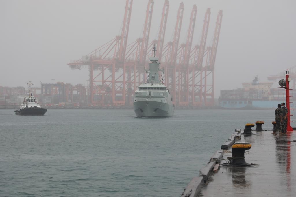 Royal Oman Naval vessel arrives in Dhofar