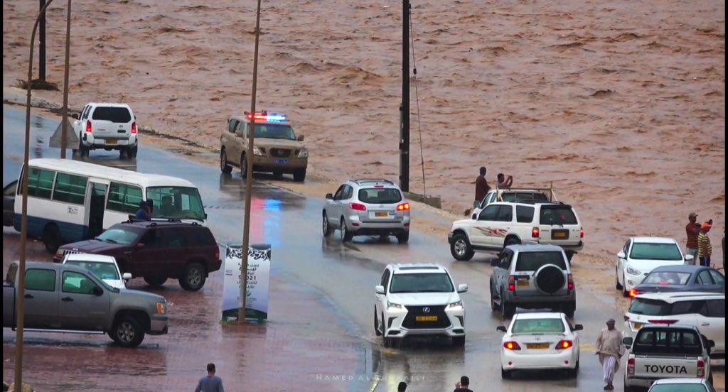 Rescue on as heavy rains lash Dhofar
