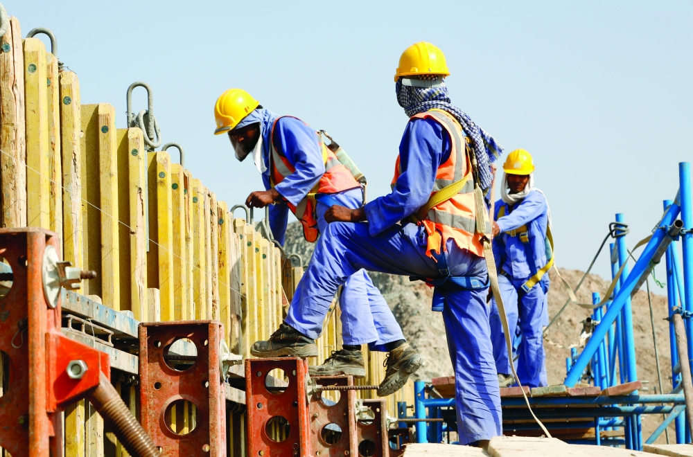 Mid-day breaks for workers begin in Oman
