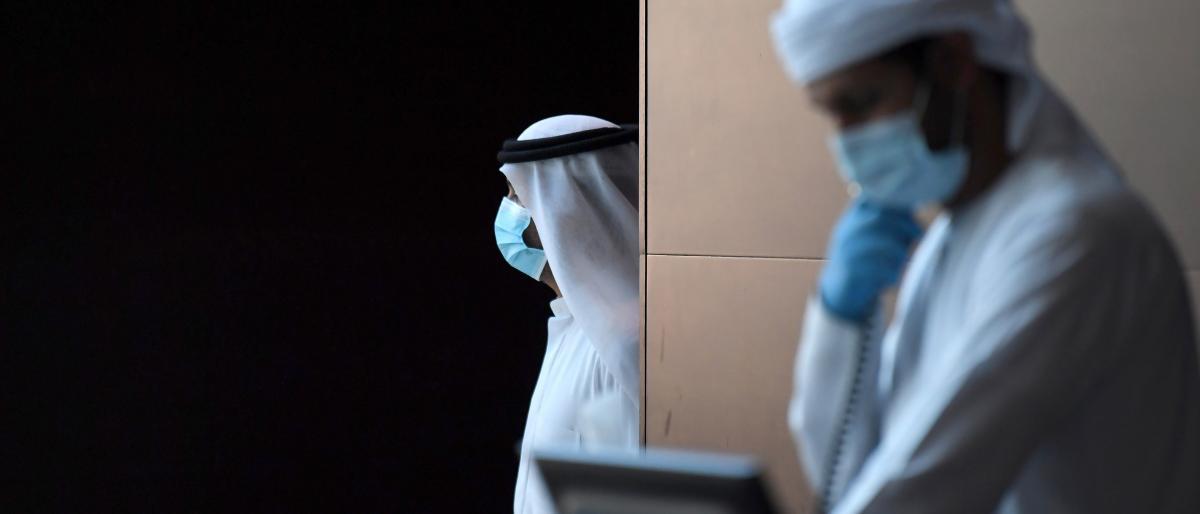 رغم انخفاض الوفيات.. ما أسباب ارتفاع عدد المصابين بكورونا في الخليج؟