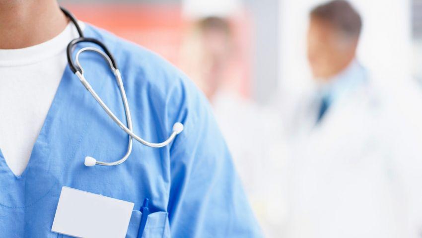 """وفاة طبيب مشهور في مصر بـ""""كورونا"""".. وإجمالي وفيات الأطباء 33 حالة"""