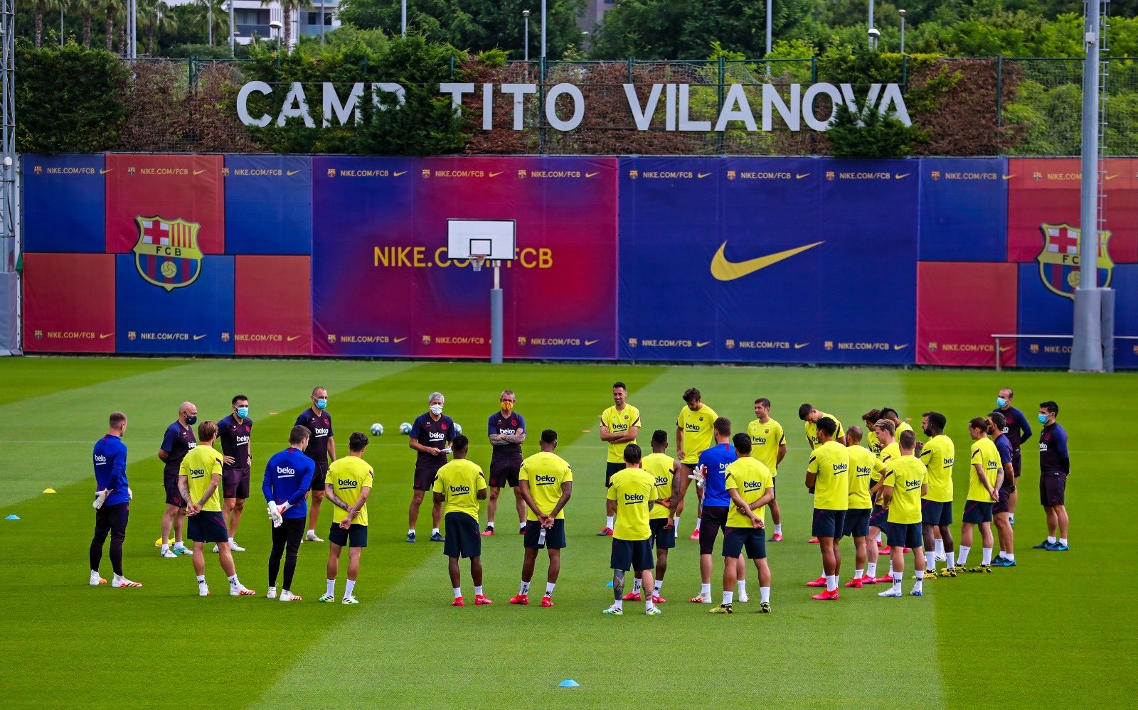 لأول مرة.. لاعبو برشلونة يتدربون بشكل جماعي في زمن كورونا