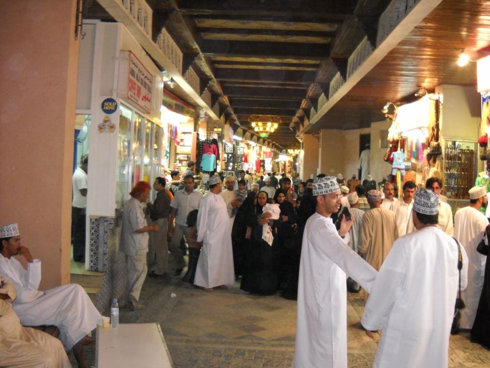 أكثر من 4 مليون نسمة عدد سكان السلطنة.. 59% منهم عمانيين