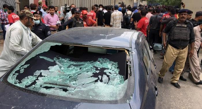 Several dead after gunmen attack stock exchange in Pakistan