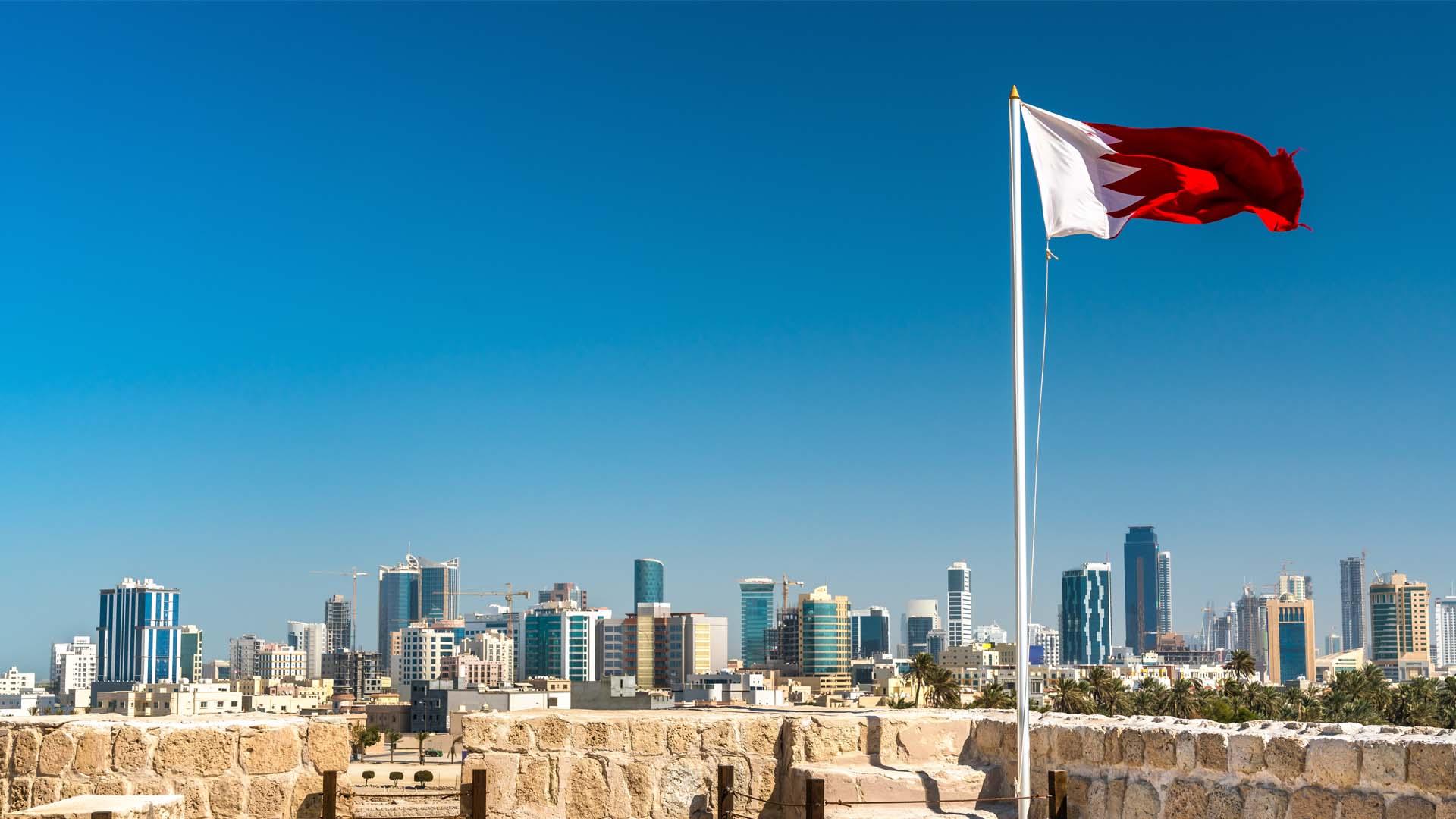 البحرين تدفع 50٪ من رواتب مواطنيها المؤمن عليهم والمتأثرين بجائحة كورونا
