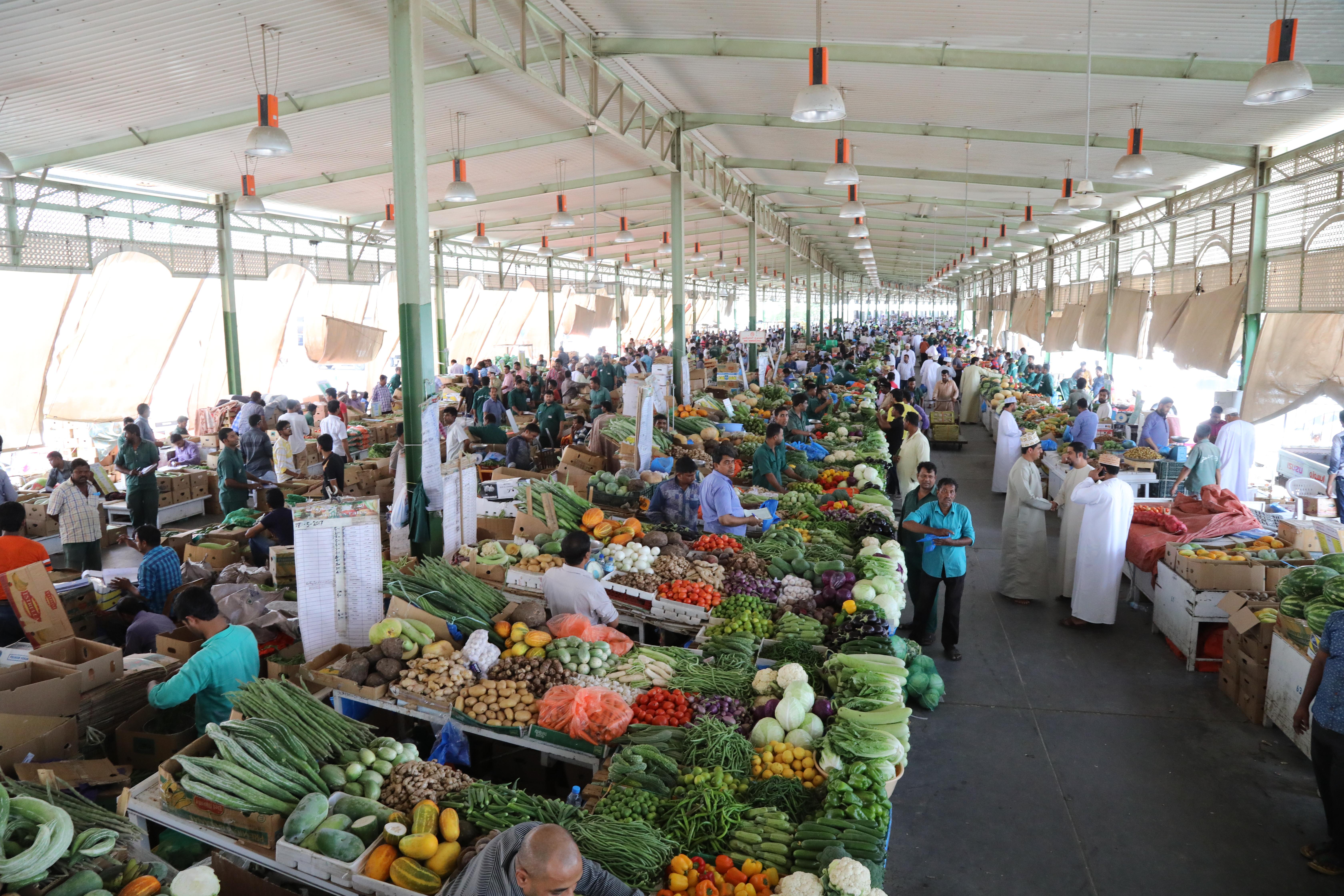 Muscat Municipality regulates parking of vehicles at Mawaleh market
