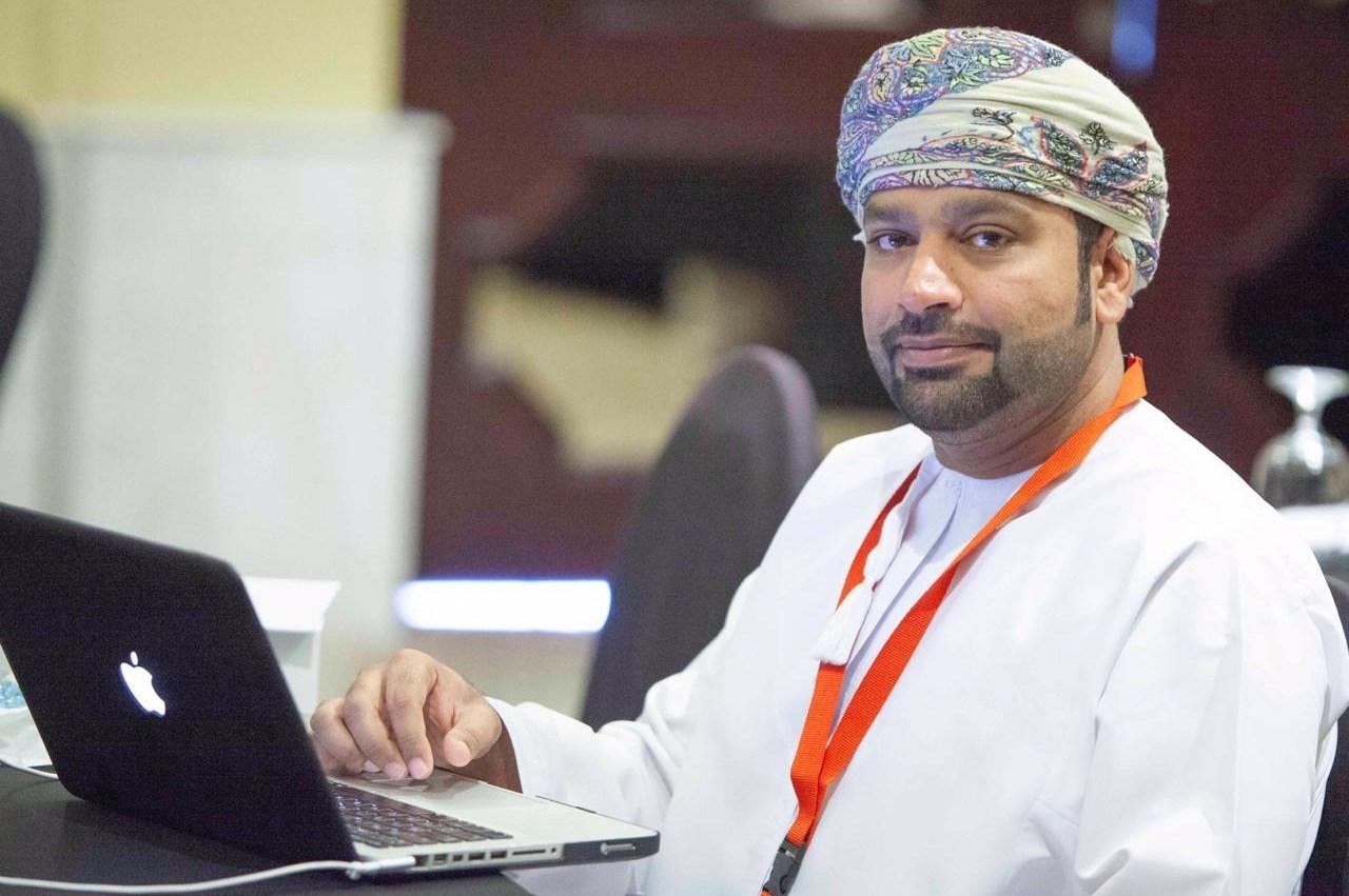 باحثون عمانيون  يتوصلون إلى نتائج أولية لجينوم فيروس كورونا في السلطنة