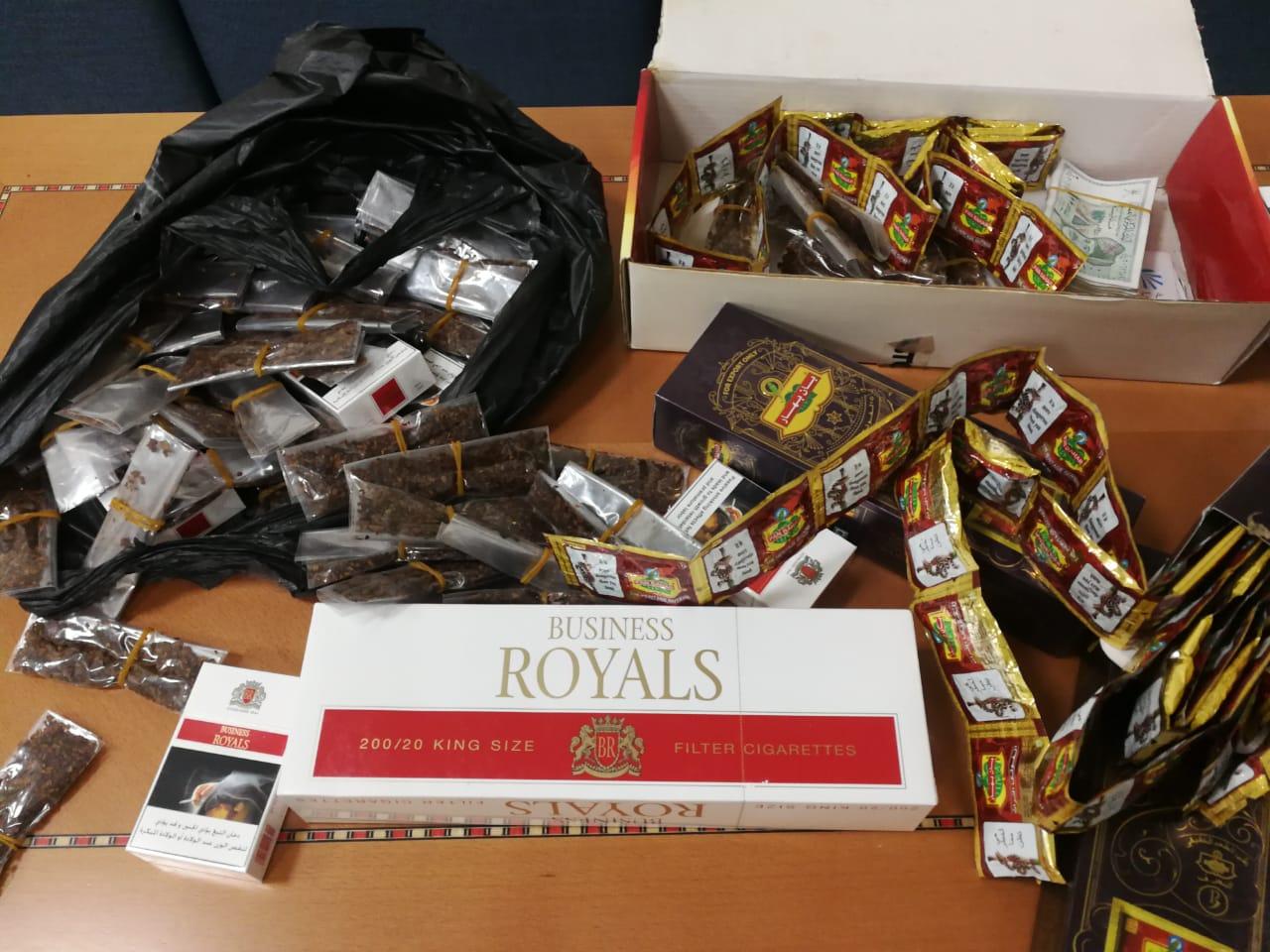 مداهمة قوى عاملة تمارس بيع التبغ بالمصنعة