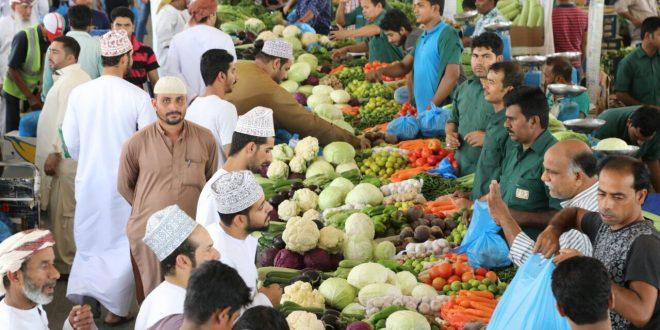 بلدية مسقط تفتتح محلات تجارة الجملة بالسوق المركزي للخضروات والفواكه