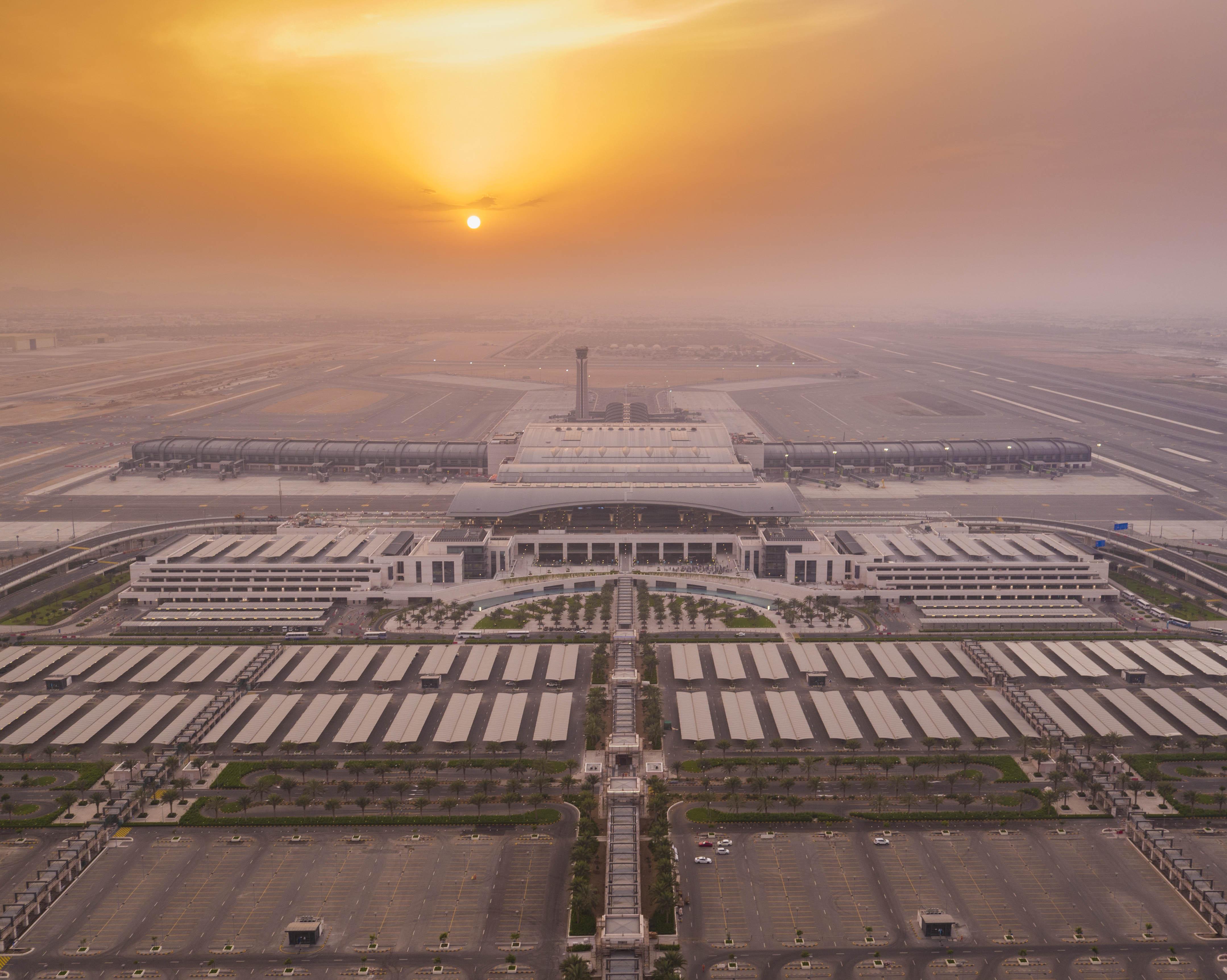 7 منها في السلطنة.. وكالات السفر في الخليج تترقب إستئناف الطيران