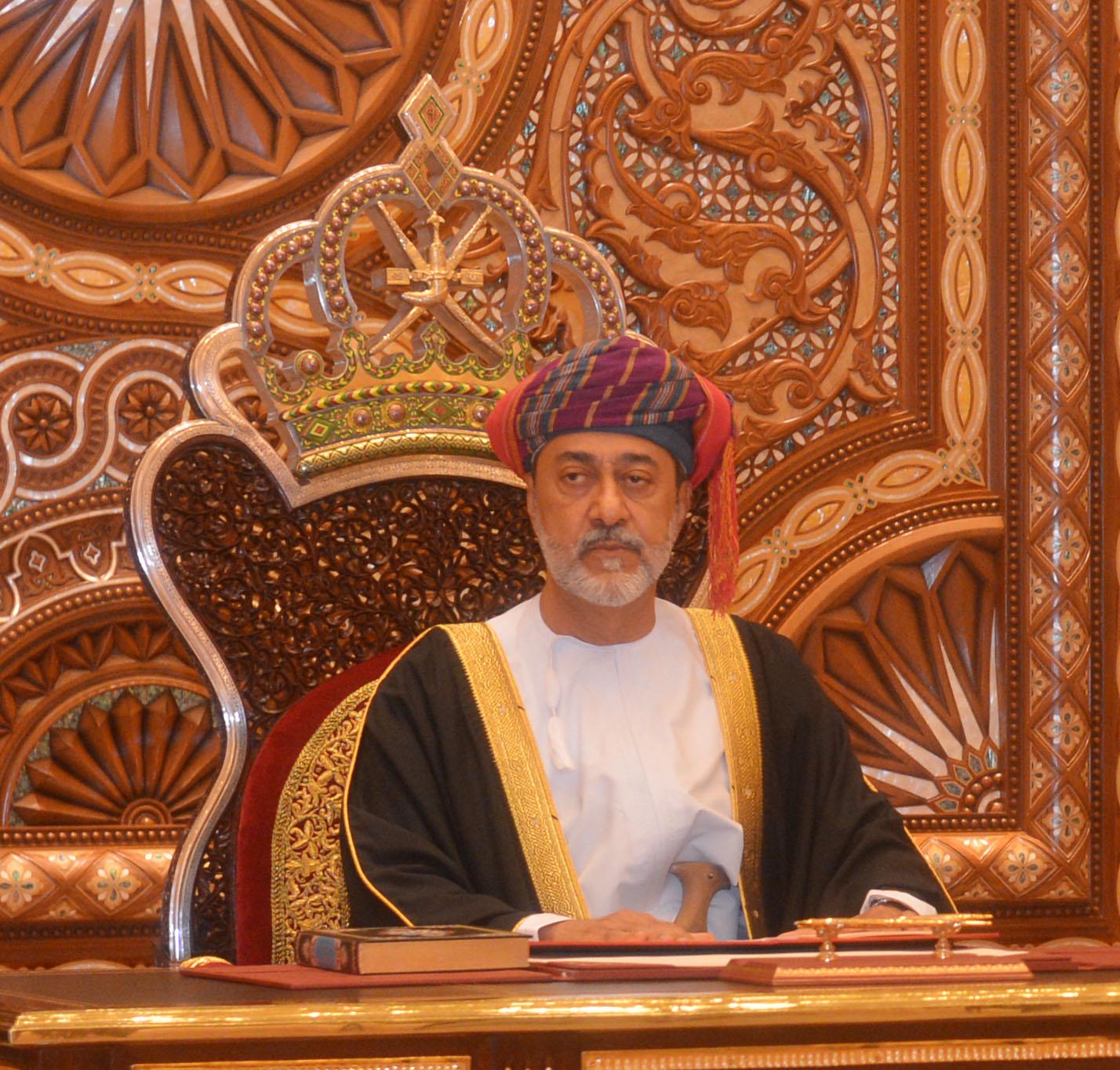جلالة السلطان يهنئ رئيس فرنسا