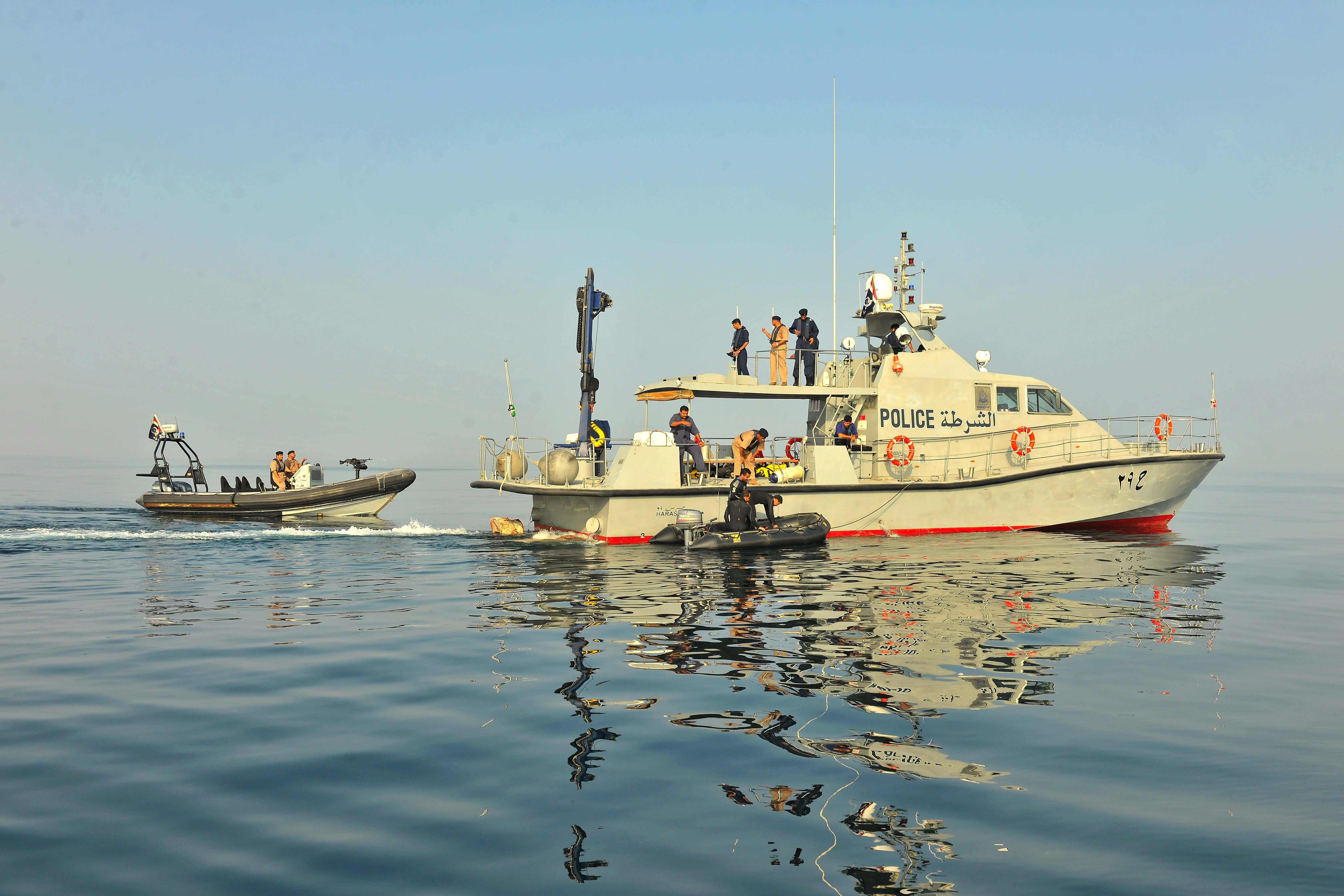 خفر السواحل تقدم المساعدة لـ11 صياداً وتضبط 24 متسللا
