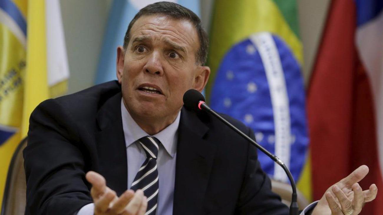 كورونا يصيب الرئيس السابق لاتحاد أمريكا الجنوبية لكرة القدم في محبسه