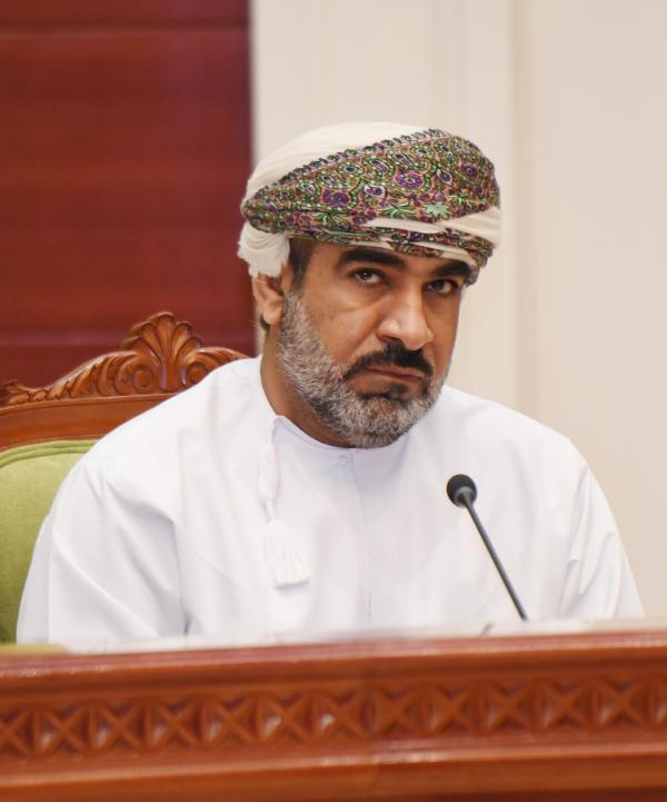 وزير النقل: من لديه رحلة عبر مطار مسقط فترة الإغلاق عليه إظهار وثيقة السفر وهي التذكرة