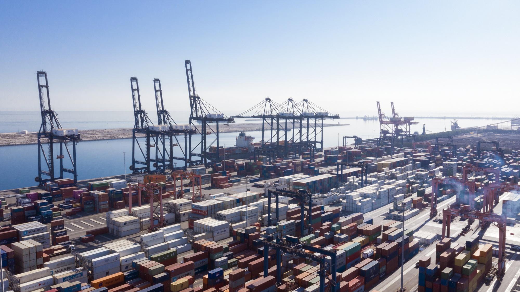 زيادة حجم البضائع المنقولة بميناء صحار في الربع الثاني من العام الجاري