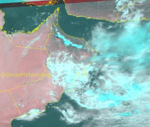 الأرصاد: هطول أمطار متفاوتة الغزارة على جبال الحجر مصحوبة برياح نشطة