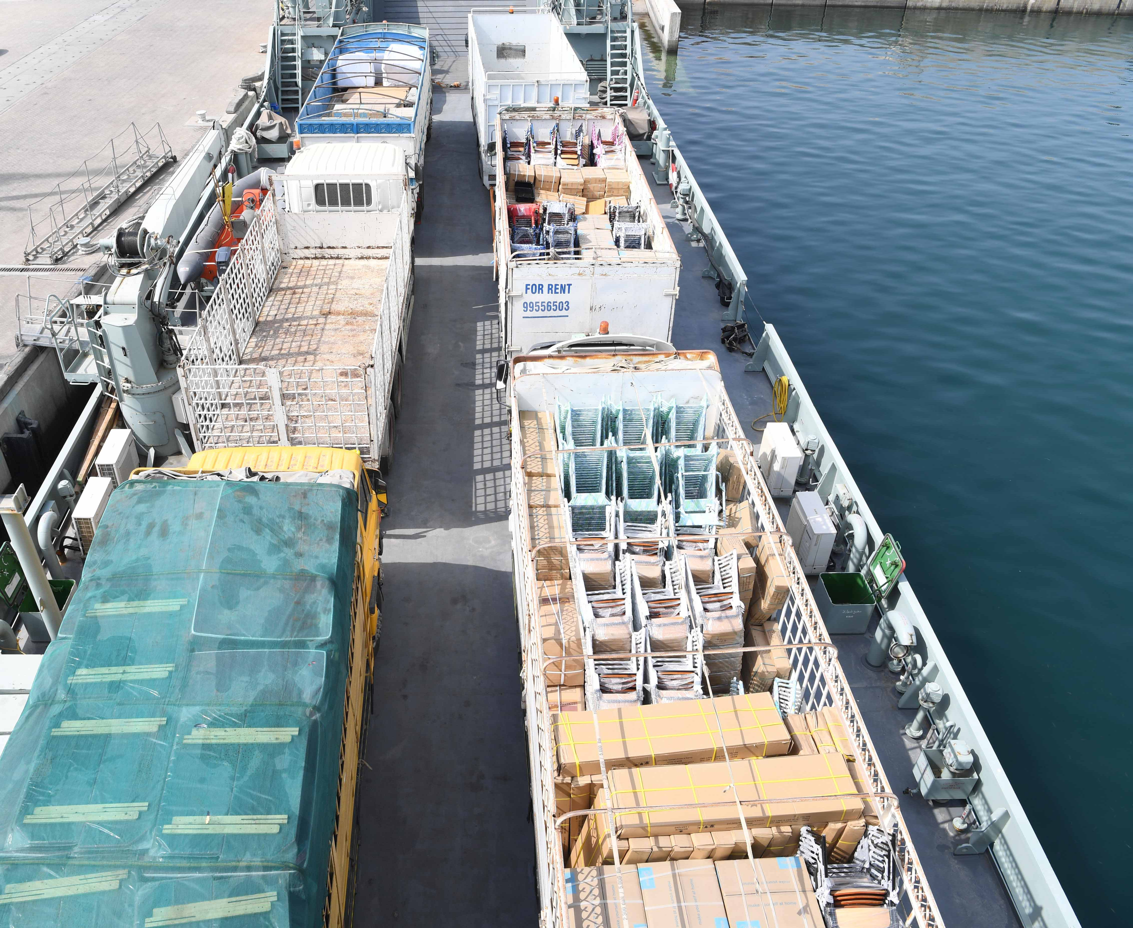 """""""البحرية"""" تسيِّر رحلات لنقل بعض المواد الأساسية والاحتياجات الضرورية إلى مسندم"""