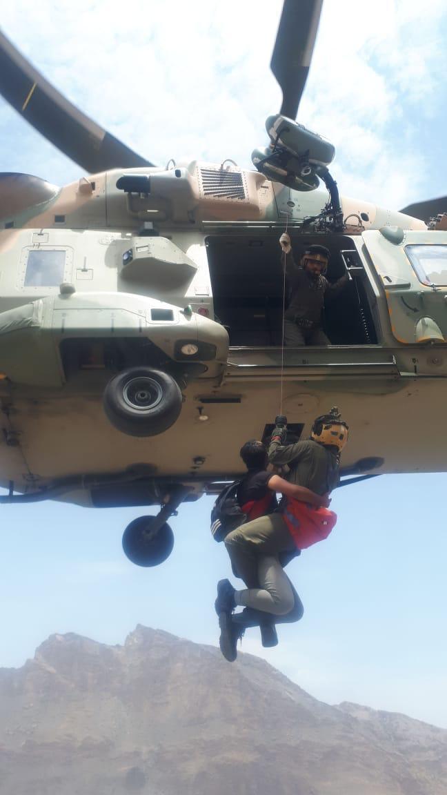 """""""سلاح الجو"""" يقوم بعملية إخلاء طبي لمواطن في جنوب الباطنة"""