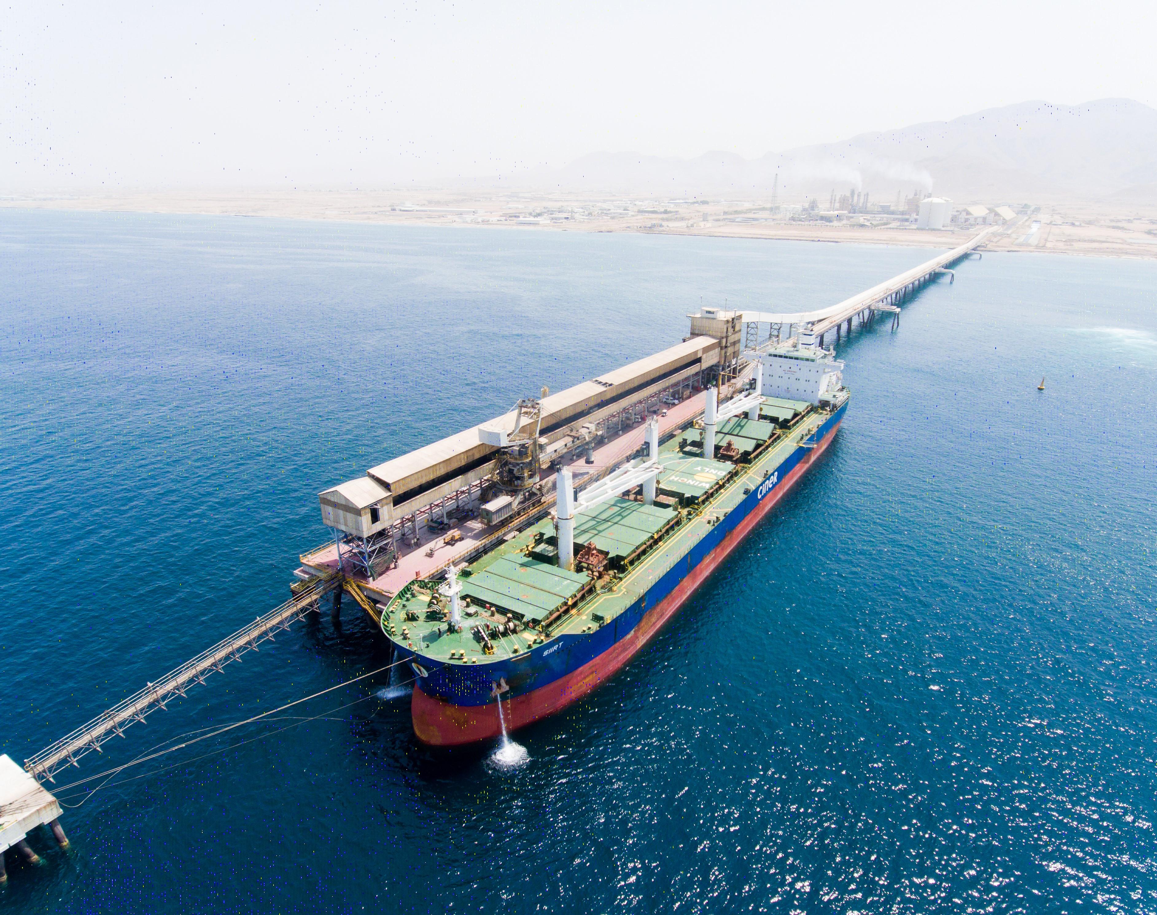 أولى الشحنات في طريقها إلى البرازيل.. أوكيو تشتري مليون طن متري من اليوريا