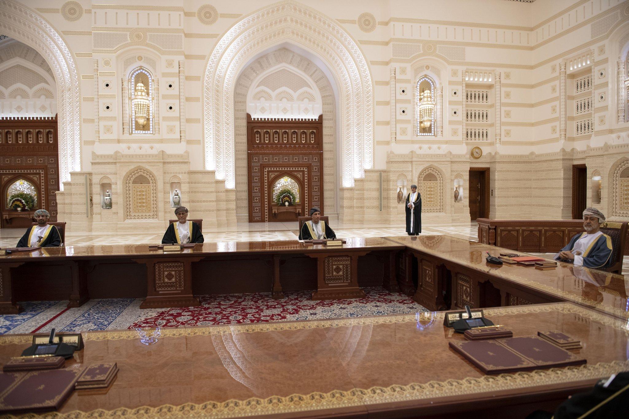 جلالة السلطان يؤكد على ثبات السياسة الخارجية العمانية