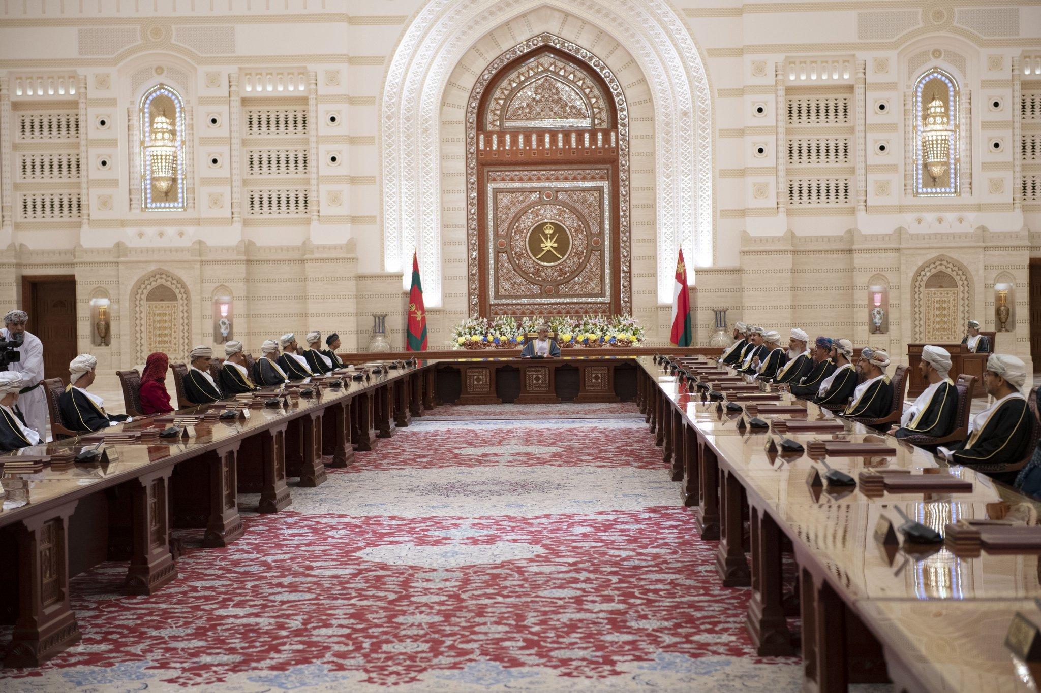 جلالة السلطان: هيكلة الجهاز الإداري تواكب رؤية عمان 2040