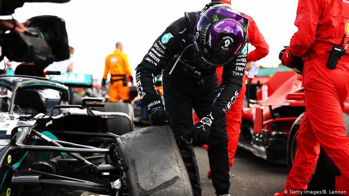Hamilton wins British Grand Prix despite final lap puncture