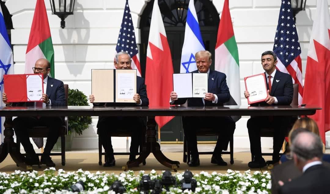 """توقيع معاهدة سلام بين الإمارات وإسرائيل وعبدالله بن زايد يصفه بـ """"إنجاز تاريخي"""""""