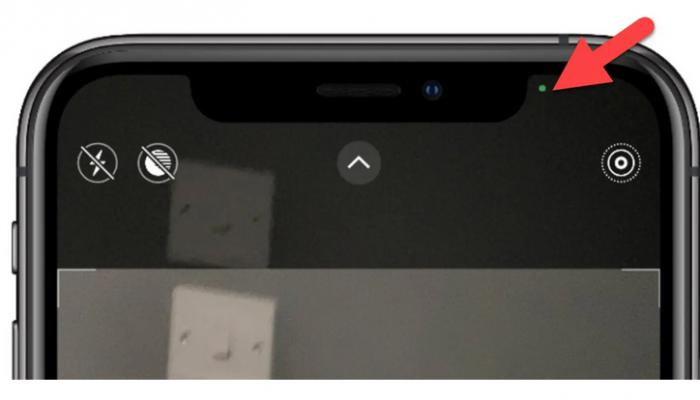 ماذا تعني النقاط الخضراء والبرتقالية التي تظهر على شاشة آيفون بعد التحديث الجديد؟