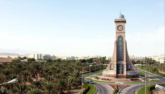 جامعة السلطان قابوس تستضيف عمداء الكليات على طاولة اللجنة الأكاديمية