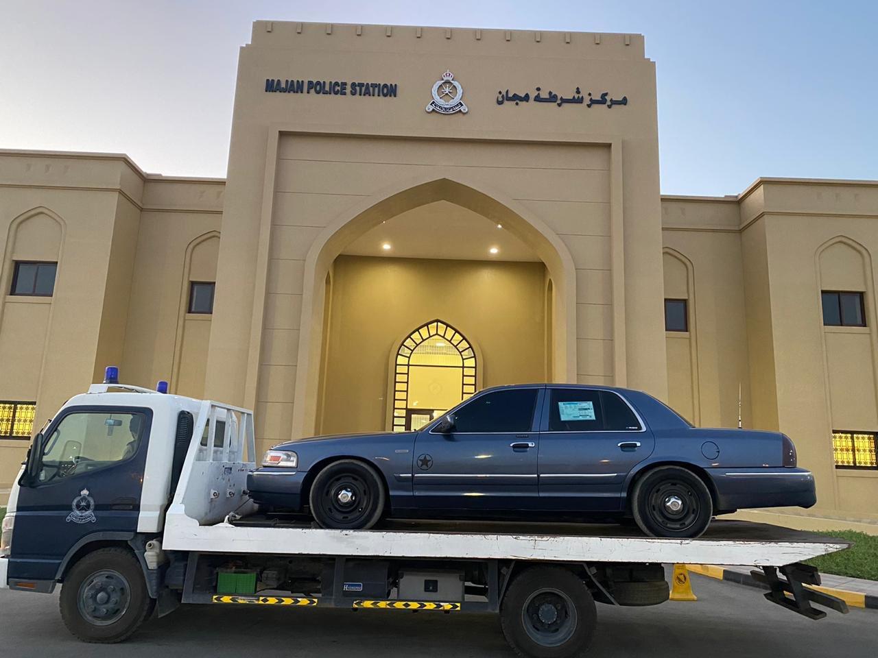 الشرطة تتخذ الإجراءات القانونية ضد مفحط في صحار