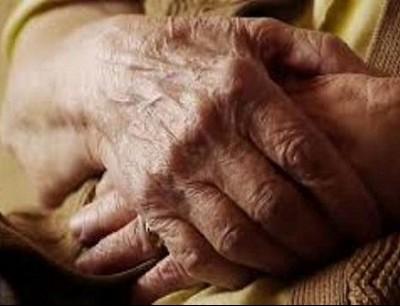 صحتها جيدة وتعيش بين جيرانها.. حياة مسنة تثير جدلاً على وسائل التواصل الاجتماعي