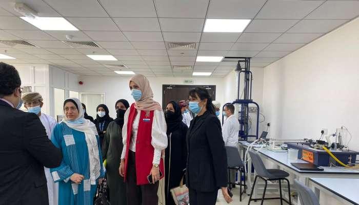 المحروقية تزور جامعة مسقط وتطلع على أبرز التطلعات والمشاريع المستقبلية فيها