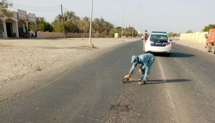 In Pictures: Potholes on service streets filled up in Wilayat Al Khabourah