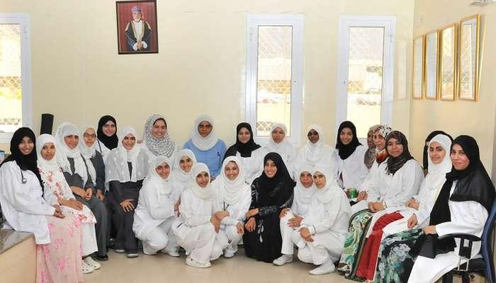 المرأة العمانية  تمثل 61% في وزارة الصحة