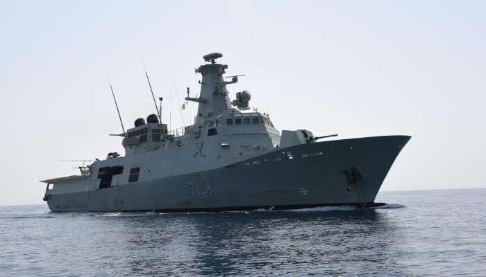 سفينة البحرية السلطانية العمانية تنقذ بومًا إيرانيًّا في عرض البحر