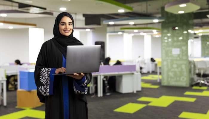 دور فعًـــال للمرأة العمانية بوزارة النقل والاتصالات وتقنية المعلومات