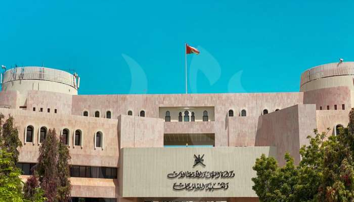 وزير النقل والاتصالات وتقنية المعلومات يصدر قرارًا وزاريًا