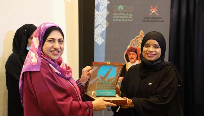 احتفالًا بيوم المرأة العمانية.. المحروقية: 845 امرأة التحقت ببعثات البرنامج الوطني للدراسات العليا