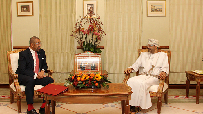 Oman and Britain discuss ways to combat spread of COVID-19