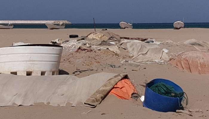 المخلفات تهدد شواطئ صور