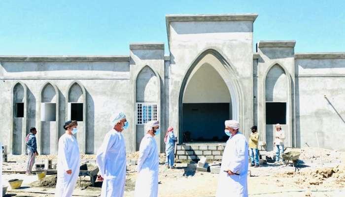 """وكيل  """"التنمية الاجتماعية"""" يطلع على سير العمل بمشاريع جمعية المراة العمانية ومركز الوفاء بسمائل"""